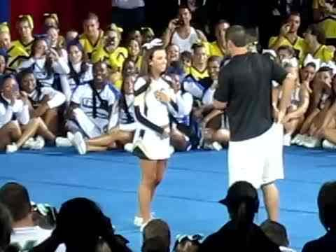 Cheerleader proposed to at competition, melts hearts of everyone