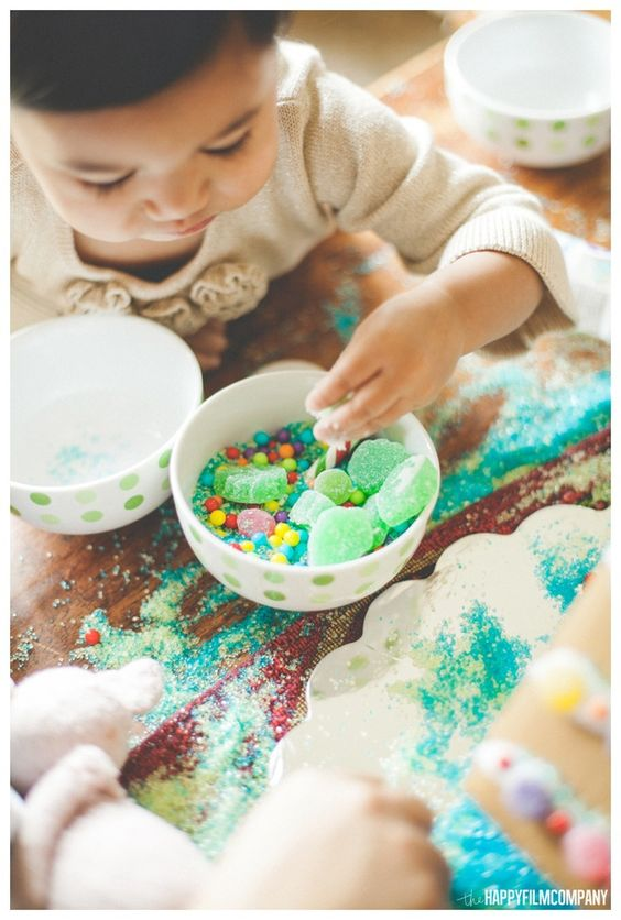 Happy gingerbread house building!  the Happy Film Company | Seattle Family Photos