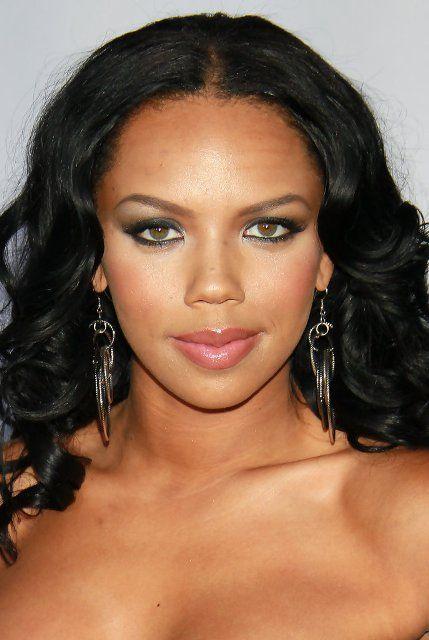 Kiely Williams Bra Size, Age, Weight, Height, Measurements - http://www.celebritysizes.com/kiely-williams-bra-size-age-weight-height-measurements/