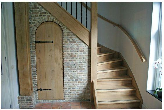 Interieur trap met deur naar kelder traditionele brabantse boerderijen pinterest - Interieur trap ...