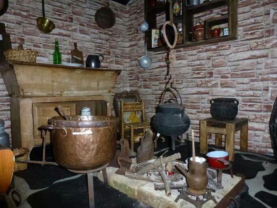 Llar cocina antigua asturias asturies pinterest for Trabajo cocina asturias