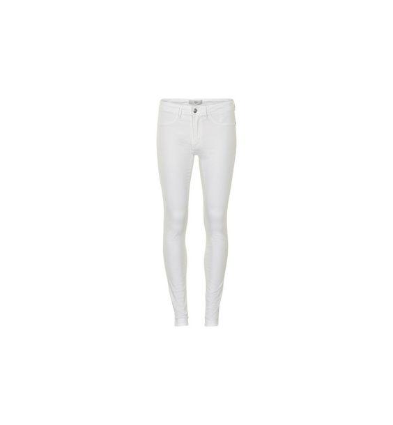 El denim blanco es la tendencia de esta verano. En Senda los tenemos desde 39,90 euros. Superceñidos como tiene que ser. Pruébatelos!!! #spring16 #midseason #denim #jeans #moda #complementos sendashop.es