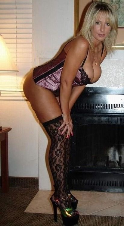sexiest Moms ever! Hot milf . Sexy blonde. Hot body ...