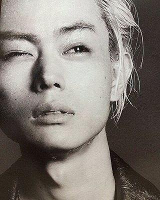 白黒でもワイルドな菅田将暉の最新画像