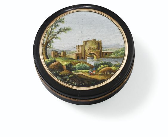 A TORTOISESHELL SNUFF BOX SET WITH A MICROMOSAIC PLAQUE, ROME, CIRCA 1825
