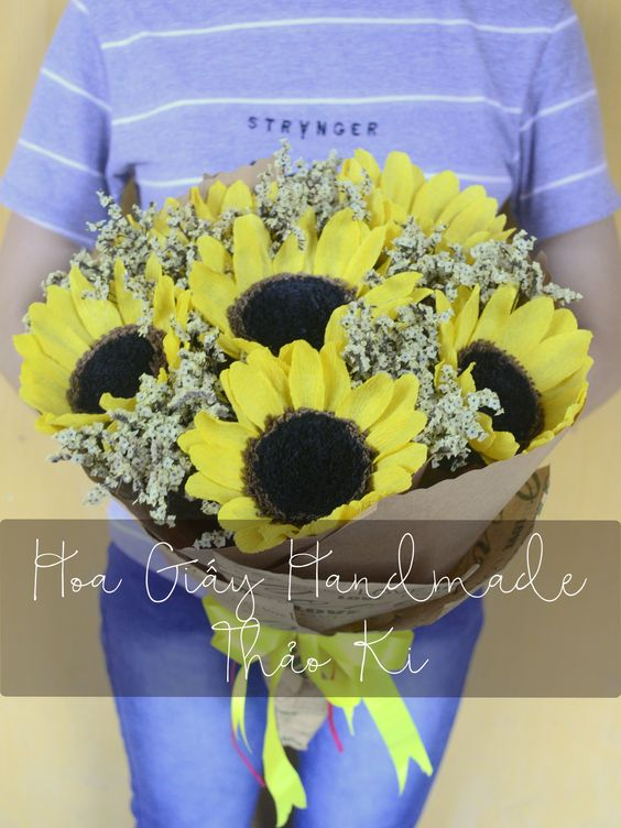 Ngày không anh... #HoaGiayHandmadeThaoKi #PaperFlower  #SunFlower #CrepePaper