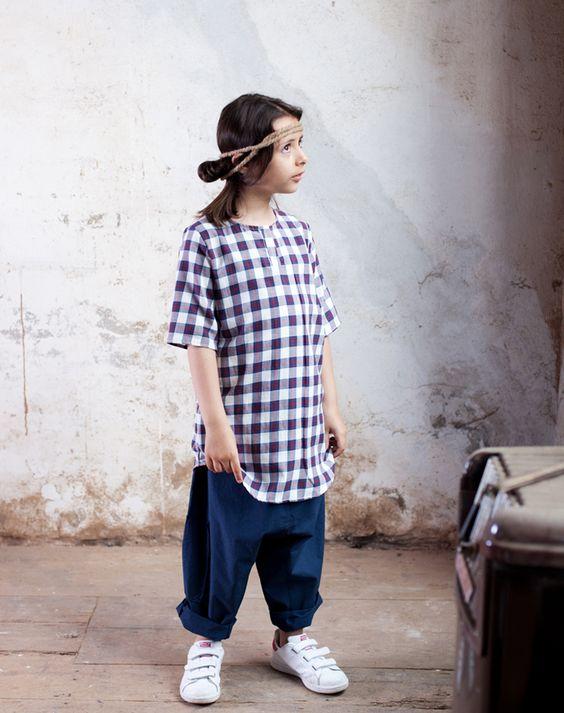 Cucù Lab Kid SS16  Rebecca indossa  • maglia INDI LONG check rosso blu http://www.cuculab.it/it/bambino/shop/maglie-ss16/indi-long/indi-long-check-rosso-blu.html  • pantalone MANUELE cotone blu http://www.cuculab.it/it/bambino/shop/pantaloni-ss16/manuele-scozzese-moro/manuele-cotone-blu-1.html  da Cucù Lab - via Garagnani 4/6/8 - Carpi • www.cuculab.it •