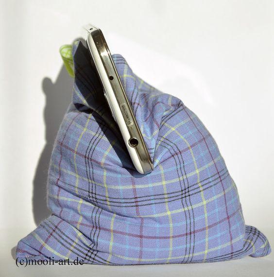 #Sitzkissen #Bohnensack #Stativkissen #Handyhalter #Digitalkamera #Handystativ #Handyhalterung ... Damit könnt Ihr Euer Handy oder eine kleine Digitalkamera auf unebenen Untergründen ausrichten und bekommt so problemlos Euer gewünschtes Bild ohne Verwacklung hin. Und auch auf dem Schreib-, oder Nachttisch macht das Stativkissen als Aufbewahrung für das Handy ein dekoratives Bild.