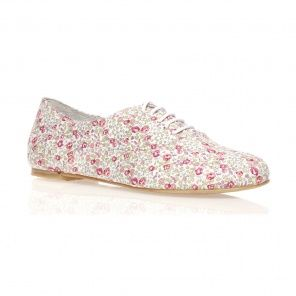 I have a pair of shoes like this except brown but I want a patterned pair also!