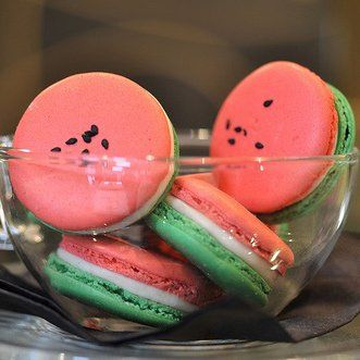 Des macarons à la pastèque / watermelon macaron, cookies, bscuits, pink and green, food, cooking, sweets