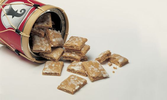 Basler Läckerli: Honig und Zucker unter Rühren bei mittlerer Hitze aufkochen…