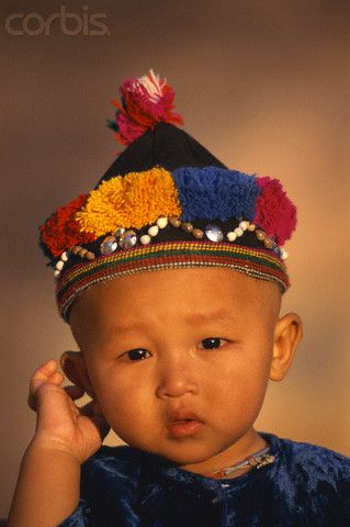 Niñito de la tribu shan en Myanmar (Birmania)