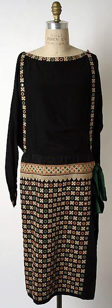 Day Dress, Edward Molyneux, 1926, silk. Metropolitan Museum of Art / Pinterest.