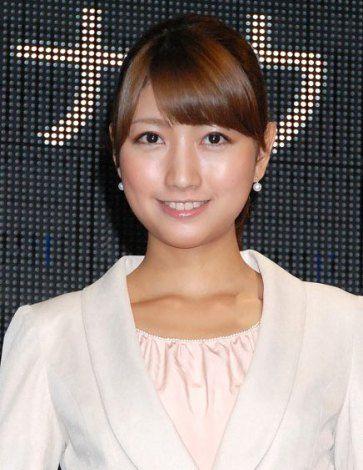 「デジタルアナウンサー」杏梨ルネの入社式に出席した三田友梨佳アナの画像