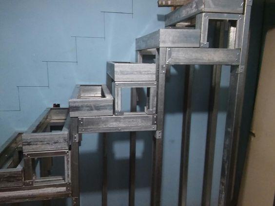 Escalera steel frame con viga para utilizar su interior