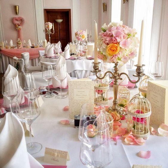 Vintage in rosa/apricot/weiß #princessdreams #hochzeitsdeko ...