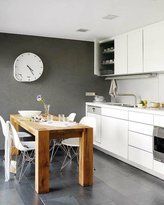 Wandfarbe-in-Grautönen-farbgestaltung-modern-küche-holztisch