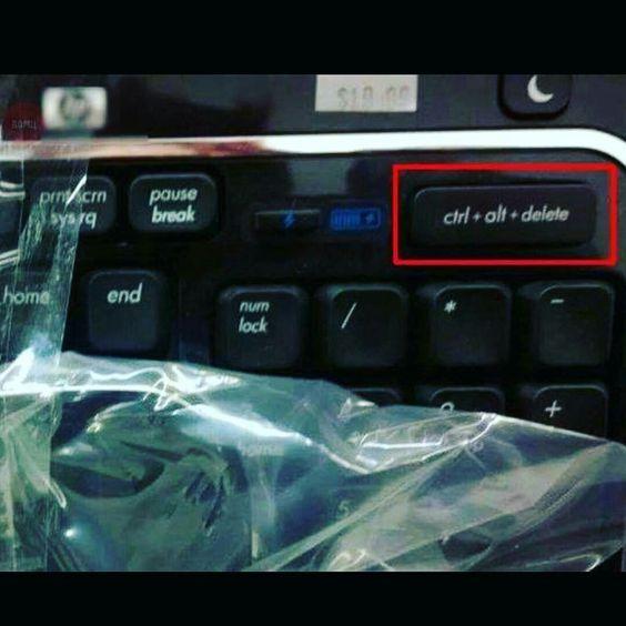 Preciso de um teclado desse. 😐