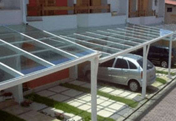28 modelos de cobertura para garagem de casas.  Este modelo é de telhas de vidro com armação de aço.  Muito usado em condomínios.  http://www.vaicomtudo.com/cobertura-para-garagem.html