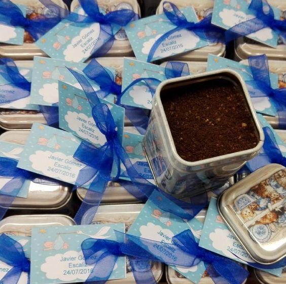 Los papás de Javier regalaron ayer estás latitas llenas de café con aroma de avellana a los invitados a su  bautizo.  #bautizos #detallesdebautizo #detalles #regalos #cafe #café #cafeavellana #cafeorigens #cafeorigen