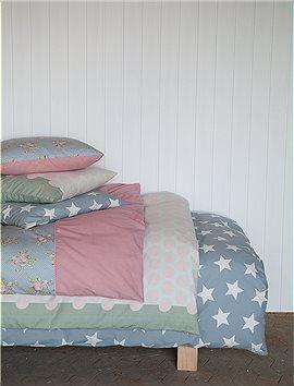 Neue Bettwäsche mit großen, grafischen Punkten, oder Blumen mit kleinen Pünktchen kombiniert.