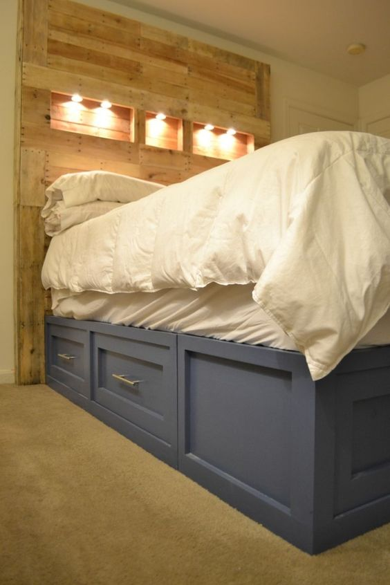Pallet headboard and platform storage bed diy furniture for How to make a pallet bed with drawers