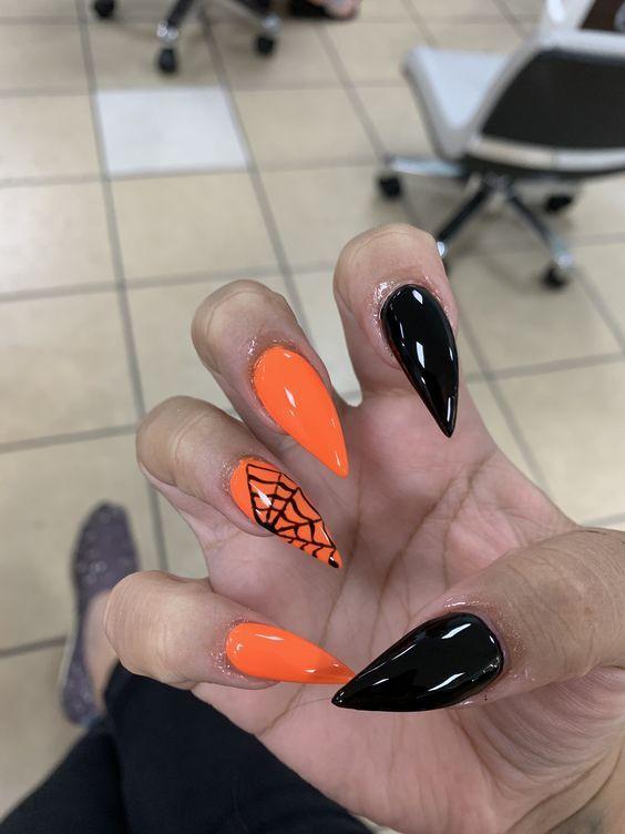 Halloween Stiletto Nails In 2020 Halloween Acrylic Nails Halloween Nail Art Halloween Nail Designs