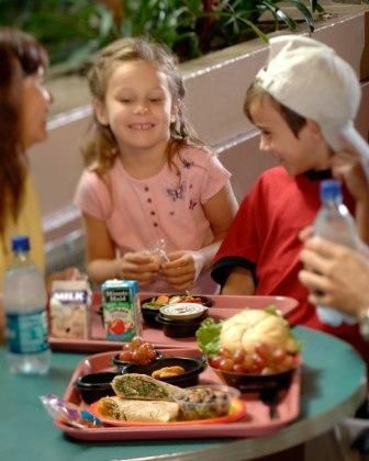 5 Quick Tips for Saving $ on food at Disney