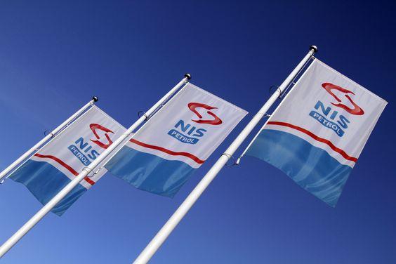 Zastave sa logotipom brenda NIS Petrol