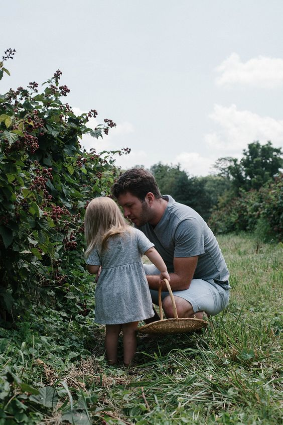 a daily something: Life with Littles | An Afternoon of Blackberry Picking: