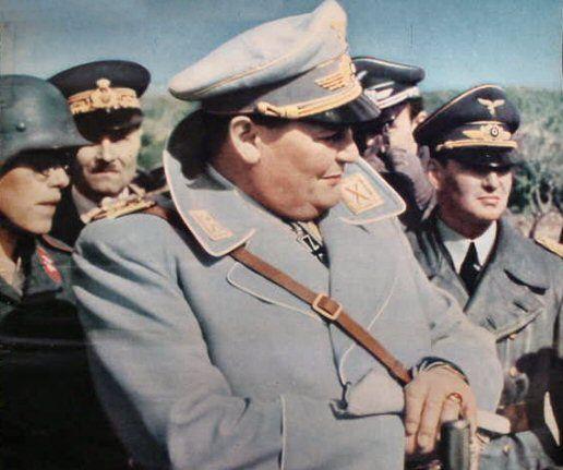 En 1940, un año después de la famosa frase de Göring los aviones de la fuerza aérea controlaban el espacio aéreo de todo el oeste de Europa venciendo a todos sus oponentes a excepción de los británicos. ...el 21 de abril de 1945, cinco años más tarde, Göring salía de Berlín sin planes oficiales cuando fue sorprendido por un bombardeo Aliado; por el camino encontró un refugio antiaéreo en el que al entrar dijo: Su excepcional fuerza aérea había sido prácticamente aniquilada.