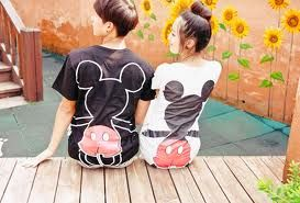 【彼女とペアルック!】ユニクロ&通販ディズニーTシャツ大特集&パーク内の販売店舗情報も!
