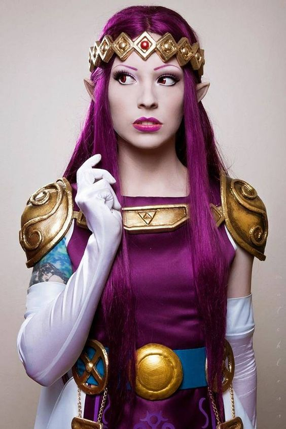 Princess Hilda from Legend of Zelda: A Link Between Worlds Cosplayer: Silhouette d'Amour