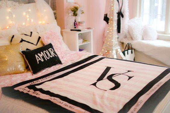 Parisian Victoria 39 S Secret Bedroom Decor
