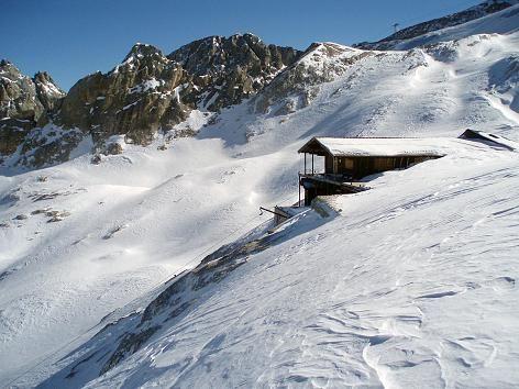 Wunderland für Schneeschuhwanderer: unberührte Hänge und romantische Hütten in…