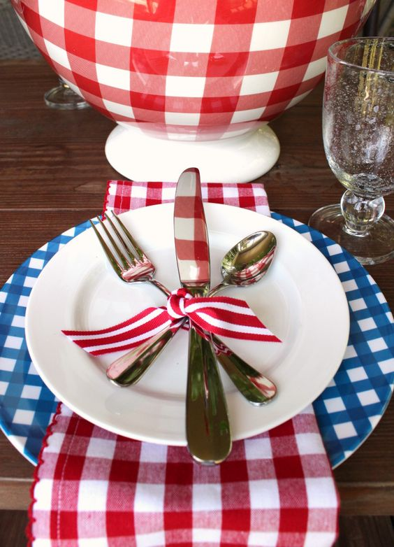 gingham table setting for the #4thofjulytable: