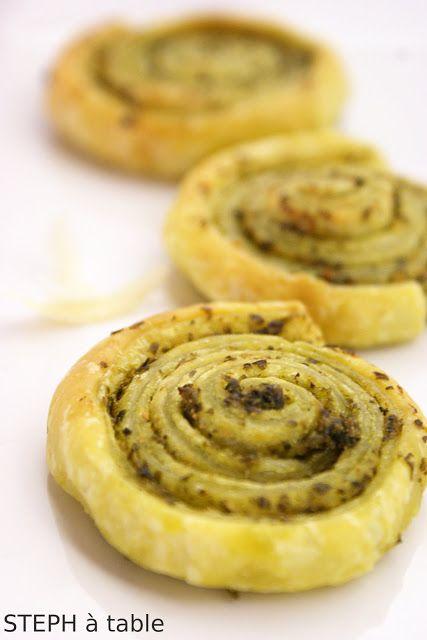 Chic et rapide: les petits feuilletés au Pesto ! http://www.stephatable.com/2011/04/chic-et-rapide-les-petits-feuilletes-au.html