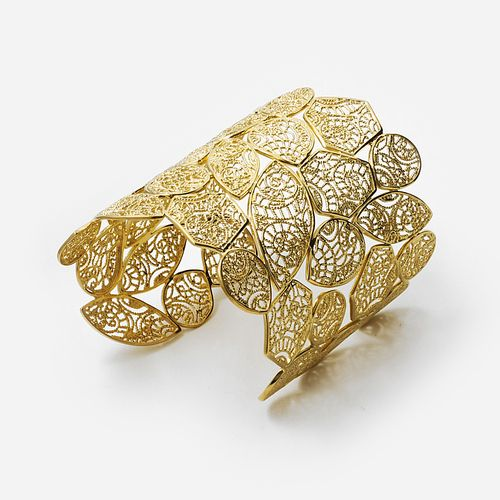 Isharya's fIexible gold weave filigree cuff is feminine and sweet with our own leaf filigree designs. Wear it for a bohemian look for a day at the beach or cocktail dress for a girls' night out.