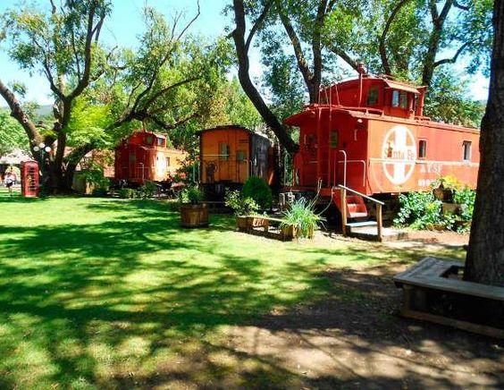 Situado al norte de California, este 'bed and breakfast' consiste en nueve vagones de tren vintage, ... - Copyright © 2015 Hearst Magazines, S.L.