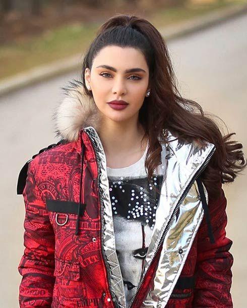 قمر اللبنانية ترد بغضب على منتقدي صورتها والإشارة الخارجة Fashion Style Celebrities