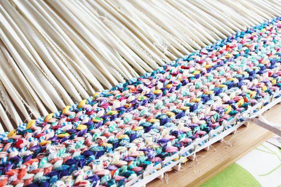 Nunonu 10 tutoriales de alfombras con retazos de telas o for Como hacer alfombras en bordado chino