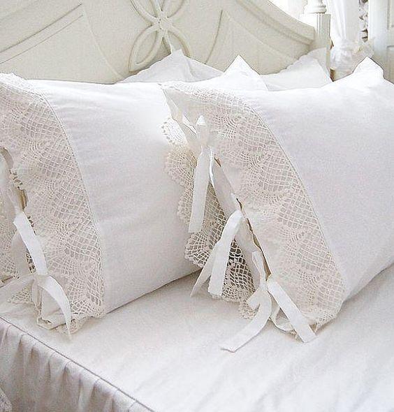 Delicadas puntillas para almohadones