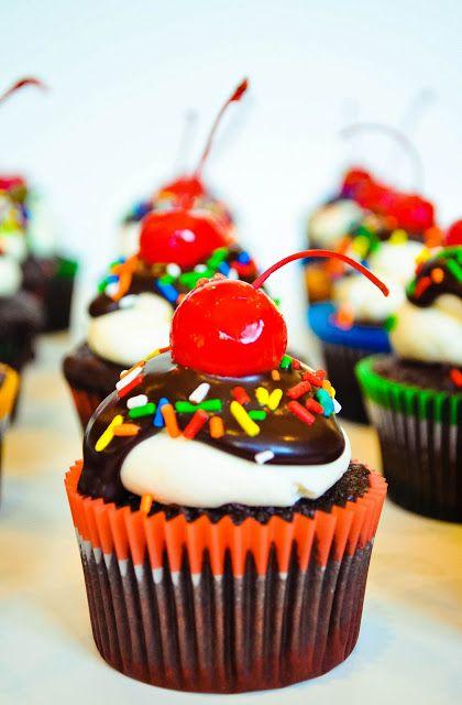 Oh my gosh an ice cream sundae cupcake..the look if this cake just mezmorizes me