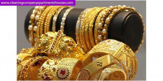 تفسير الذهب في الحلم للنساء تعرفي على 14 تفسير علمي من كبار المفسرون عندم ترى المراة احلام اساور خاتم او هدية او Online Jewelry Black Gold Jewelry Gold Price
