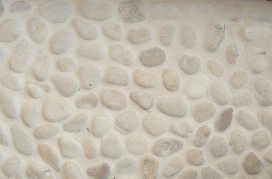 Pebbles beach wit 30x30 kiezel witte voeg tegelinfo.nl  badkamer ...