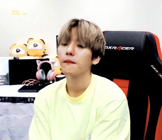 Baekhyun Gif 180910 Pubg Gaming Broadcast Exo Baekhyun Exo Baekhyun Byun Baekhyun