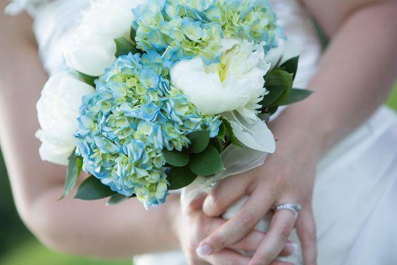 wedding bouquet : peony and hydrangea, bouquet de mariée pivoine et hydrangé bleu