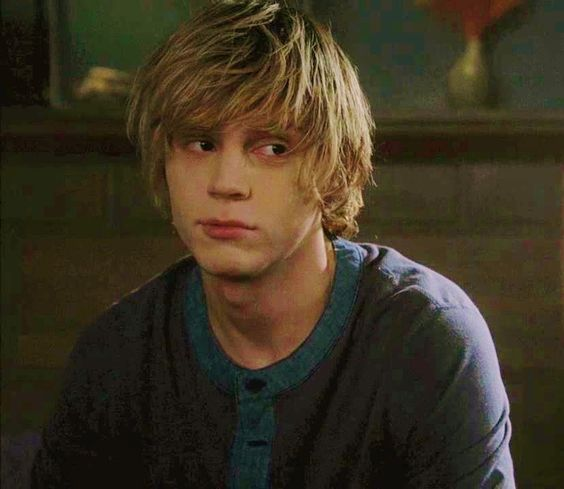 """Hi, I'm Tate. I'm dead. Wanna hook up?"""