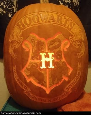 Love this Hogwarts #Halloween Pumpkin #bizhour 20 Pumpkin Carvings Inspired by Books | A BookLover's Diary