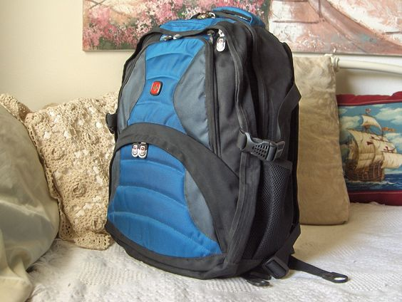 SWISS ARMY Wenger Older Soho  Design Laptop Computer Daypack Backpack Hiking Rucksack Used    https://ajunkeeshoppe.blogspot.com/search/label/Office%20-%20Computer